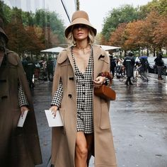 Bucket hats during Spring Summer 2020 Fashion Weeks. Casual Outfits, Fashion Outfits, Fashion Weeks, Womens Fashion, Fashion Trends, Sienna Miller Style, Work Wear, Going Out, Look