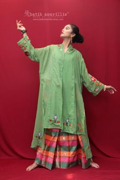 Dress Brokat, Kebaya Dress, Asian Fashion, Boho Fashion, Model Kebaya, Batik Kebaya, Amarillis, Batik Fashion, Hungarian Embroidery