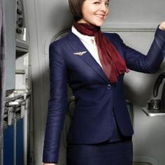 Uitgangspositie!!! Donkerblauw; getailleerde blazer; witte blouse; sjaal donkergroen ipv rood; kokerrok