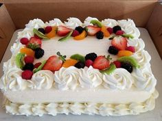 Great Pics fruit cake frosting Tips - yummy cake recipes Delicious Cake Recipes, Yummy Cakes, Dessert Recipes, Cake Decorating Techniques, Cake Decorating Tips, Pastel Rectangular, Brze Torte, Cake Frosting Tips, Cake Decorated With Fruit