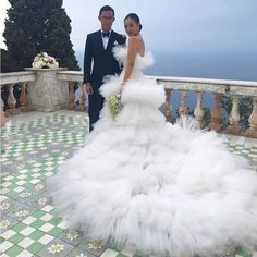 Take a moment to appreciate a Capri Wedding Regram- ・・・ I'll let YOU find the words for this perfection. 😱😱😱 is AF in this look. Runway Fashion, High Fashion, Bridal Gowns, Wedding Dresses, Wedding Bridesmaids, Yes To The Dress, Wedding Goals, Here Comes The Bride, Bridal Style
