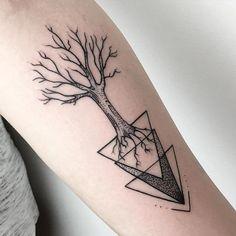 Geometrisches Baum Tattoo - Maria Fernandez Tattoo www. Feather Tattoos, Forearm Tattoos, Body Art Tattoos, New Tattoos, Tattoos For Guys, Sleeve Tattoos, Tatoos, Rope Tattoo, Tattoo Ink