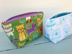 Favorite Sewing Projects Jedi Craft Girl: My Favorite Zipper Pouch {tutorial} Bondable fleece incl how to short zip and tab it Diy Couture Trousse, Bag Quilt, Zipper Pouch Tutorial, Purse Tutorial, Diy Sac, Pouch Pattern, Small Sewing Projects, Fabric Bags, Fabric Basket