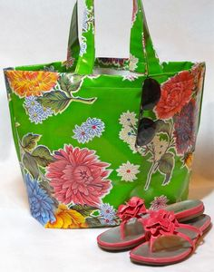 Excellent tutorial for working with modern vinyl 'oilcloth'; beautifully finished tote! Twinkle and Twine: Tutorial: Oilcloth Tote Bag
