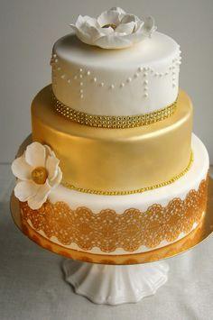 Confetti Gold&White cake www.confetinreseptit.blogspot.fi Gold And White Cake, Confetti, Wedding Cakes, Desserts, Food, Wedding Gown Cakes, Tailgate Desserts, Deserts, Essen