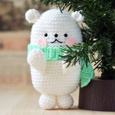 Time to snuggle up in the blanket and crochet a polar Bear Amigurumi, name Bubblegum. Written pattern and picture tutorial included.