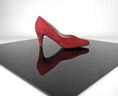 """Zapatos rojos en ante… ante todo estilo original """"made in spain"""" Olé!"""