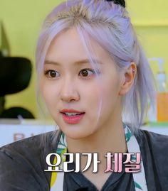 Yg Entertainment, Rose Queen, Blackpink Memes, Rose Icon, Rose Park, Rose Photos, Blackpink Fashion, Park Chaeyoung, Jennie Blackpink