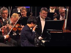 Lang Lang —— BEETHOVEN: Piano Concerto No. 5 - Published on Dec 17, 2012 2012.8.25 Lang Lang spielt Beethovens fünftes Klavierkonzert op. 73 in Es-Dur. Es folgt eine vierhändige Zugabe mit dem Dirigenten Christoph Eschenbach.
