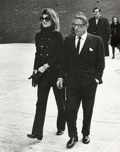Jackie Kennedy Onassis and Aristotle Onassis during Jackie Onassis & Ari Onassis Walking After Having Lunch at P. Clarke's in New York City, New York, United States. Get premium, high resolution news photos at Getty Images Jacqueline Kennedy Onassis, Jaqueline Kennedy, Los Kennedy, Lee Radziwill, Jackie Oh, How To Have Style, Famous Couples, Marie, Valentino