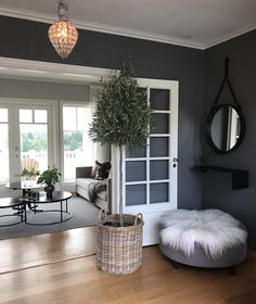 Discover our selection of the best decoration ideas for Salon Gris. Transform your interior and make your gray room the centerpiece of your home decor. Living Room Paint, Living Room Grey, Living Room Kitchen, Living Room Furniture, Design Online Shop, Casual Living Rooms, House Of Turquoise, Grey Room, Room Paint Colors