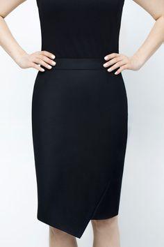 MINIMALIST BLACK SKIRT #black #blackskirt #skirt #minimalism #wool #woolskirt #elegant #elegantstyle #elegantwoman