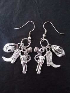 Country Girl Earrings with guns Country Girl Style, Country Fashion, Country Outfits, Country Girls, My Style, Country Life, Cowgirl Bling, Cowgirl Jewelry, Western Jewelry