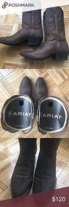 Ariat Heritage Western R Toe Size 12 Boots Ariat Heritage Western R Toe in Distressed Brown. Size 12, Width: B- Medium. Worn 3x. Super comfortable!!! Ariat Shoes Combat & Moto Boots