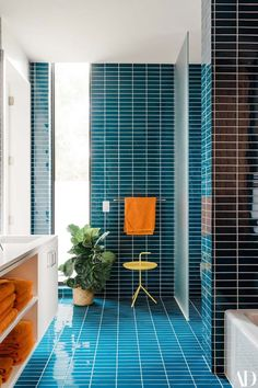 Mid-century modern home offers fresh and inspiring details in Austin The Most Useful Home Design Mid Century Modern Bathroom, Modern Bathroom Tile, Mid Century Modern Furniture, Bathroom Mirrors, Bathroom Faucets, Open Bathroom, Bathroom Ideas, Mid Century Modern Colors, Boho Bathroom