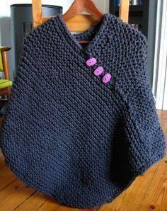 Einen einfachen Poncho nur aus rechten Maschen stricken.