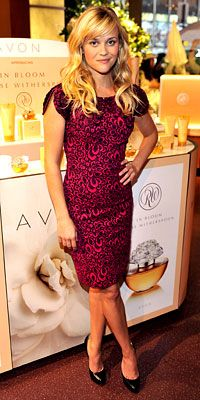 Reese Witherspoon good dress! good hair!