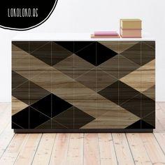 Vinilo para la decoración de muebles de diseño con un patrón de triángulos sobre madera impresa