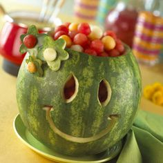 How to Carve a Smile on a Watermelon. A watermelon is one fruit that is sure to bring a smile to your guests' faces, especially in the summertime when the sweet, juicy fruit helps you cool down. Instead of simply cutting the watermelon. Watermelon Fruit Bowls, Watermelon Basket, Watermelon Carving, Carved Watermelon, Watermelon Head, Watermelon Flower, Watermelon Recipes, Cute Food, Good Food