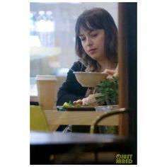 "104 Me gusta, 2 comentarios - Dakota Johnson My World ❤ (@dakotamyworld) en Instagram: ""Dakota foi vista jantando com sua irmã, Stella, em West Hollywood #DakotaJohnson via justjared"""