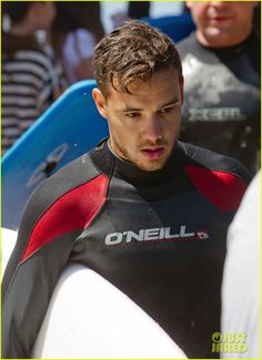 shirtless liam payne louis tomlinson surf down under 08 Liam Payne shows off his shirtless torso as he strips off his wetsuit after surfing on Monday (October 7) in Australia. The One Direction singer was joined by…