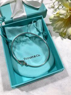 Tiffany Bangle, Tiffany & Co., Tiffany And Co Jewelry, Cute Jewelry, Bridal Jewelry, Missoma Jewellery, Handbag Accessories, Fashion Accessories, Accesorios Casual