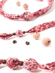Flower necklace or bracelet. Textile Jewelry, Fabric Jewelry, Boho Jewelry, Jewelry Crafts, Beaded Jewelry, Jewelery, Handmade Jewelry, Jewelry Design, Women Jewelry