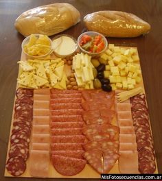 Tips for making a table of cold meats and cheeses Cheese Appetizers, Finger Food Appetizers, Appetizers For Party, Finger Foods, Appetizer Recipes, Meat Fruit, Cheese Fruit, Tapas, Food Platters