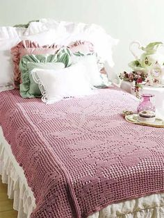 Crochet Afghans - Floral Afghan Crochet Patterns - Bed of Roses Filet Throw -- Free Crochet Pattern Crochet World, Crochet Home, Free Crochet, Crochet Bedspread Pattern, Crochet Motifs, Fillet Crochet, Crochet Afgans, Crochet Blankets, Manta Crochet