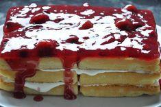 Für den backfreien Waffel-Fruchtkuchen benötigt man lediglich vier Zutaten und fünf Minuten Zeitaufwand.