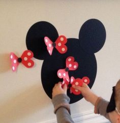Mickey and Minnie activities! Pin the bow on Minnie! Mickey Party, Birthday Party Games, Mickey Mouse Birthday, First Birthday Parties, 2nd Birthday, Birthday Ideas, Party Party, Disney Party Games, Disney Parties