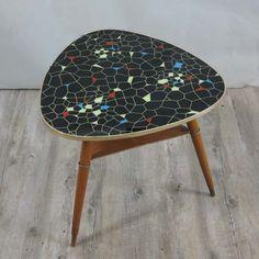 Triangular vintage shaped table. Germany 1950 - 1955. / Vintage. Dreieckiger 50iger Jahre Tisch. 1950 - 1955. / Mesa vintage con forma triangular. Alemania. 1950 - 1955.
