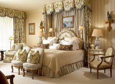 Dix chambres somptueuses avec des lits à baldaquin