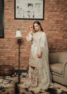 Pakistani Fashion Party Wear, Pakistani Wedding Outfits, Pakistani Dress Design, Pakistani Dresses, Bollywood Fashion, Indian Fashion, Korean Fashion, Shadi Dresses, 80s Fashion