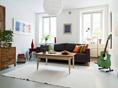 schönes wohnzimmer weißer teppich roter sessel schwarzes sofa, Wohnzimmer dekoo