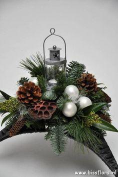 Silver Christmas Decorations, Unique Christmas Trees, Christmas Swags, Christmas Room, Christmas Flowers, Christmas Table Settings, Christmas Centerpieces, Christmas Holidays, Christmas Crafts