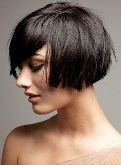 tendenze tagli capelli medi donna