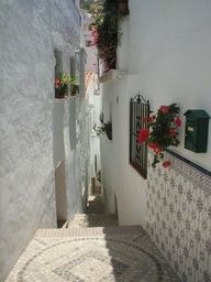 Nice cobbled street in the village.... http://www.andalusie-zeezicht.nl/andalusie/la-axarquia