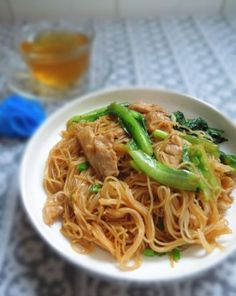 The stir fried rice noodles with lettuce is a classic traditional snack and a popular dish. Fried Rice Noodles, Cantonese Cuisine, Stir Fry Rice, Best Chinese Food, Noodle Salad, Rice Flour, Lettuce, Food Print, Fries