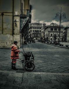 Street Photography (Giuseppe Mammoli): Lo Spazzino in Santa Croce