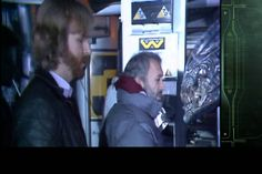 The way James Cameron pulled off the scene where the face hugger is attacking Ripley and Newt in 'Aliens' is pretty interesting and shows how inventive he can be behind the camera. New Movies, Movies And Tv Shows, Aliens 1986, London Symphony Orchestra, Brothers In Arms, James Cameron, Watch Free Full Movies, Pre Production, Film School