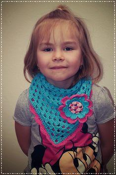 Dneska vám přináším návod na háčkovaný šátek pro malé princezny. Musím přiznat, že jsem se do něj zamilovala. Možná zkusím jeden i p...
