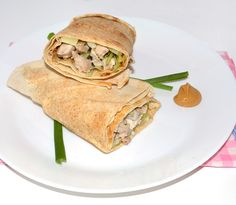 Retete Lipii cu pui si legume #reteta #dinner #cina #mancare Tacos, Dinner Recipes, Mexican, Ethnic Recipes, Food, Eten, Meals, Supper Recipes, Diet