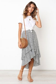 Be in Love Ruffle Skirtsummer fashion summer outfit summer outfit ideas skirt maxi skirt high low skirt sandals casual style date outfits day outfits for summer casual outfits for summer outfits with skirts Modest Outfits, Modest Fashion, Fashion Outfits, Fashion Skirts, Casual Skirt Outfits, Casual Skirts, Dress Casual, Spring Summer Fashion, Spring Outfits