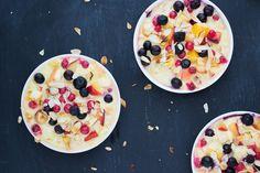 Dit is een heerlijk receptje uit het nieuwe kookboek van Pascale Naessens, Puur eten dat je gelukkig maakt. Een snelle en makkelijke aanvulling voor je ontbijtroutine! Dat het lekker is, dat spreekt voor zich, anders zou ik het hier niet plaatsen natuurlijk, maar het is ook een heel gezond en evenwichtig ontbijt: het bevat koolhydraten [...]