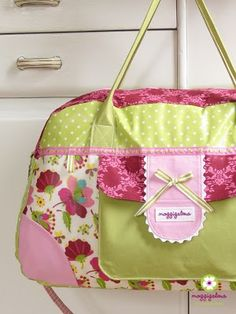 "this bag has been on my ""to sew""-list from the moment i saw this picture. isn't it just amazingly pretty?"