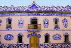 Desde sus orígenes Manises ha estado vinculada con la artesanía cerámica. La actividad ceramista es la que mejor define la historia de la ciudad...