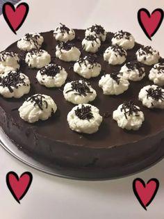 Υπέροχος Κορμός Τούρτα! Cookies, Cake, Desserts, Food, Crack Crackers, Tailgate Desserts, Deserts, Food Cakes, Eten