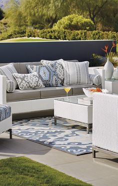 The cool, contemporary look of our Metropolitan White Seating Collection is an enduring choice for relaxing outdoors. | Frontgate: Live Beautifully Outdoors