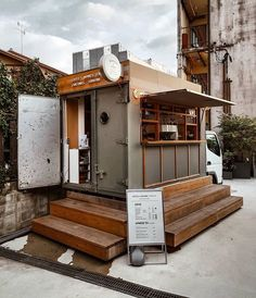 Coffee Shops of The World: Rocca & Friends Truck (Michelle Gosney.truck) This l. Coffee Shop Japan, Japanese Coffee Shop, Cute Coffee Shop, Small Coffee Shop, Coffee Shops, Container Coffee Shop, Container Cafe, Little's Coffee, Coffee Truck